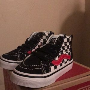 Sk8-Hi Zip Checkerboard Black and Red Vans